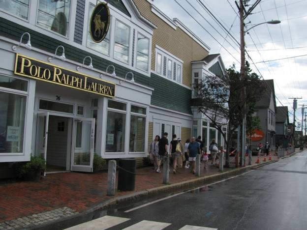 What are some outlet stores in Freeport, Maine?