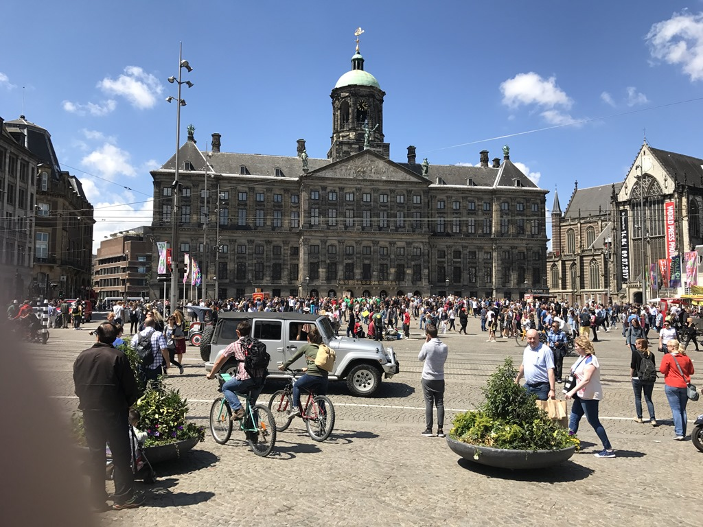 Amsterdam neighborhoods and walking tours active boomer for Ostello amsterdam piazza dam