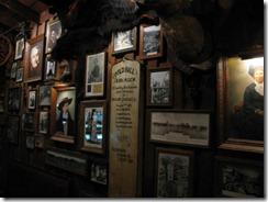 DW 10 Saloon - wall