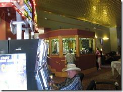 DW - Hotel lobby (2)