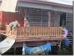 Floating market building fence