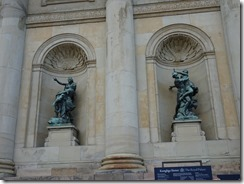 palace exterior statues