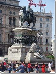 Milan Vic Em II statue