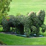 grand hotel horses topiary